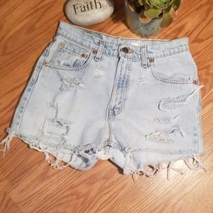 High waisted distressed Levi's shorts 7